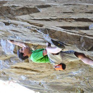 Alex Honnold escalando en El Arrayán