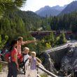Una familia en la Vía Albula/Bernina.  (Christof Sonderegger. Turismo Suiza)