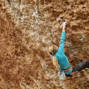 Sasha DiGiulian en Era vella (9a) en Margalef  (by Big UP Productions)