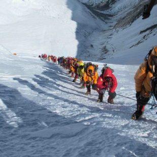 Las colas en las cuerdas fijas del Everest han hecho desistir a Simone Moro  (Simone Moro)