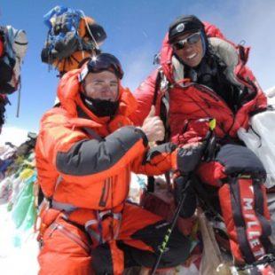 Ueli Steck y Tenzing en la cumbre del Everest  (Col. U. Steck)