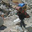 Las cargas que llevan los sherpas (expedición al Everest primavera 2012)  (Mariano Galván)