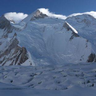 El Gasherbrum II con el glaciar a sus pies  (Ferran Latorre)
