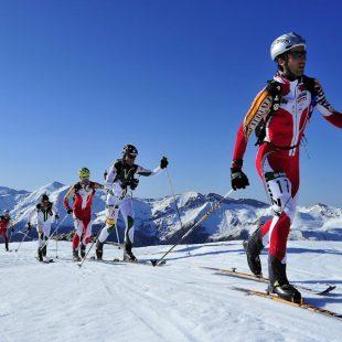 Travesía Andrés de Regil-Copa BBK 2012. Campeonato de España de Esquí- Alpinismo 2012. Esquiadores en el Camino de Aliva  (Santi Yañiz)