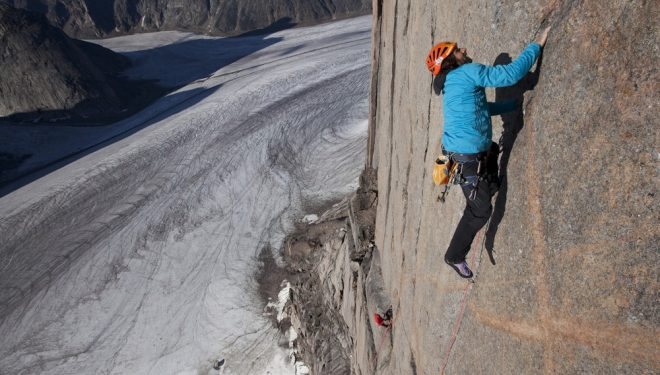 Alex Huber en la Bavarian direct a la Torre Sur del Mt. Asgard (Baffin)  (Adidas Outdoor)