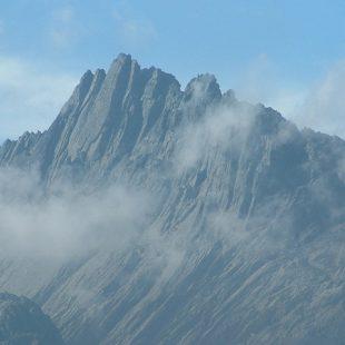 Puncak Jaya o Pirámide de Carstensz (4.884 m)