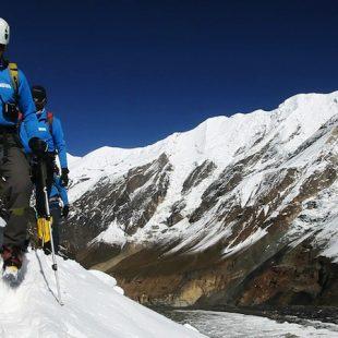 Hacia el campo 1 en el Dhaulagiri. Expedición BBVA Carlos Soria 2012  ()