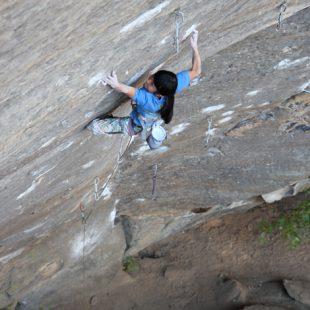 Ashima Shiraishi (11 años) encadena en Red River Gorge Lucifer (8c+).  (www.dpmclimbing.com)