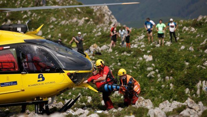 Rescate de uno de los corredores accidentados en la Subida al Picu Benzúa 2011  (David Ponce)