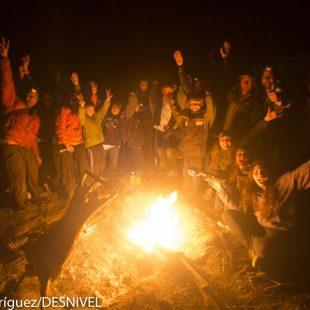 Lo mejor del Roc Trip: las conversaciones alrededor de la hoguera. Escaladores del Club Andino Esquel. Roc Trip Petzl 2012
