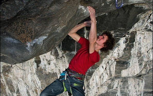 Adam Ondra en Change 9b+ de Flatanger (Noruega)  (Petr Pavlícek)