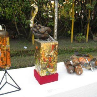 Exposición de arte con basura reciclada del Everest  (Da Mind Tree)