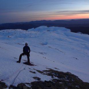 Ultimas luces tras abrir Ai amatxo maitia. Apertura invernal del Equipo Español de Alpinismo en Pirineos  ()