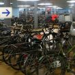 Macroaparcamiento de bicicletas en la estación de tren de Basilea (Suiza).  (Juan Merallo)