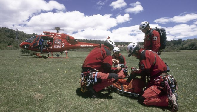 Prácticas de rescate en la Sierra de Guadarrama por el Grupo especial de rescate en altura. Bomberos de la Comunidad de Madrid. GERA  (Darío Rodríguez)