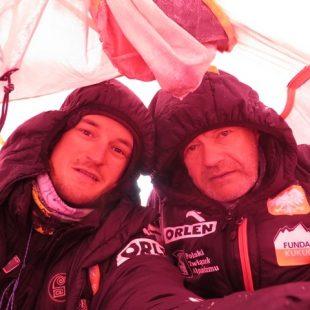 Adam Bielecki y Maciej Berbeka en el C1 del Broad Peak invernal (Adam Bielecki)