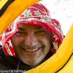 Manuel González Lolo en el campo base del Everest/Lhotse en la primavera 2011.  ((c)Darío Rodríguez/Desnivel)
