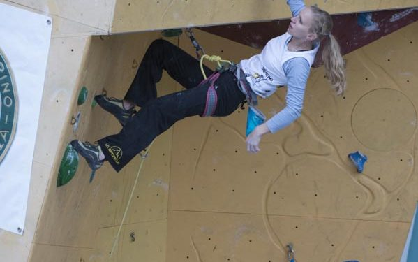 La escaladora rusa Evgenia Malamid en la vía a vista. Rock Master Arco 2012.  ()