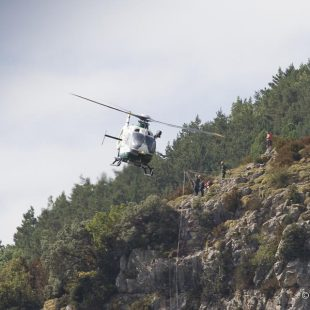 Práctica del Grupo de Rescate e Intervencion de Montaña de la Guardia Civil (GREIM).  ()