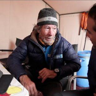 Carlos Soria en el campo base del Kangchenjunga (2013)  ((C) Expedición BBVA Kangchenjunga)