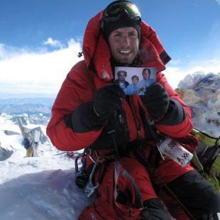 David Liaño en la cumbre del Everest tras ascender por la cara sur  (Col. D. Liaño)