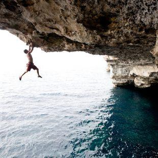 Miquel Riera haciendo psicobloc en Mallorca