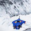 Valery Rozov en el salto BASE desde el Everest  ()