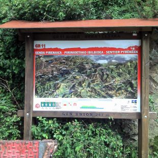 Panel del sendero GR 11 en Sant Antoni. (FNDME)