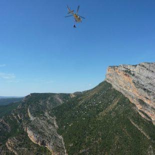 El helicóptero de rescate llevando a Iván Jara a Tremp. (Rodrigo González)