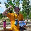 Alberto Vara calmando la sed con una de las botellas térmicas de Laken que le correspondió.  (Alberto Vara)
