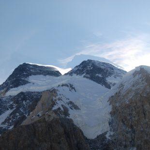 El Broad Peak y su sombra  (Col. X. Arias)