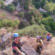 Varios escaladores en la nueva vía ferrata.  (Rafael Flores)