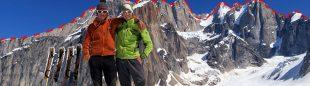 Gerry Fielg y Alex Blümel ante la línea de la Tooth Traverse (Alaska)  (G. Fielg y A. Blümel / Salewa)