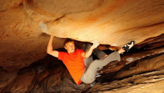 Alex Megos en Wheelchair 9a+ de la Hollow Mountain Cave (Grampians