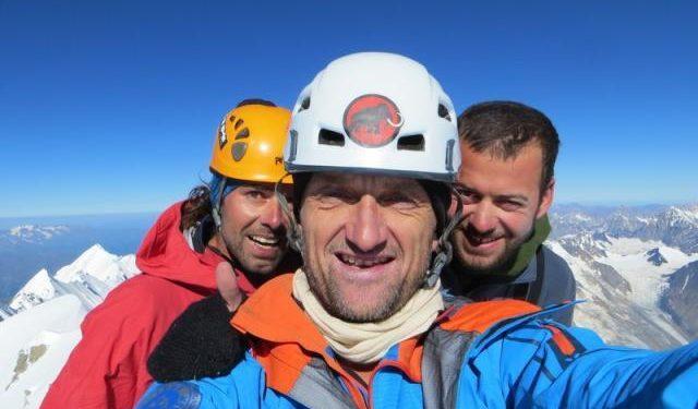 Christian Stangl y sus compañeros en la cima del Shkhara  (Col. C. Stangl)
