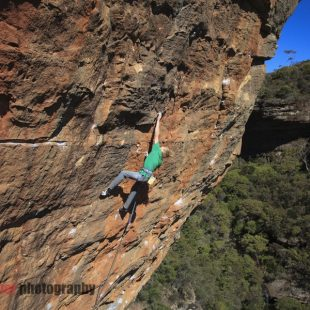 Alex Megos en Retired extremely dangerous 9a de las Blue Mountains (Australia) (Nick Fletcher)