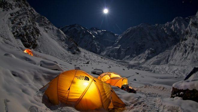 Vista nocturna del campo base en el Nanga Parbat  (Matteo Zanga)