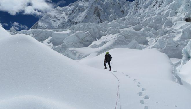 Edmond Joyeusaz y Federico Colli en la Cascada de Hielo del Khumbu (Lhotseskichallenge.com)