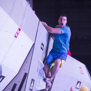 El escalador esloveno Jernej Kruder fue vencedor en categoría masculina en la superfinal adidas Rockstars 2013. (Elias Holzknecht)