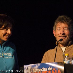 Carlos Soria presenta a Gerlinde Kaltenbrunner en las Jornadas Montaña Moralzarzal. ()