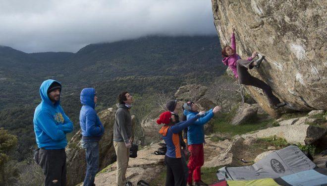 Geles Cogolludo escalando en Castillo de Bayuela  ()