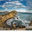 Doble página de apertura del monográfico sobre sendas costeras.  ()
