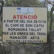 Cartel anunciando el corte del camino de Son Catiu por las obras del ferrocarril.  ()