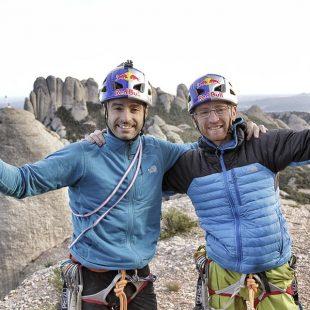 Iker y Eneko Pou en la cima tras liberar la vía Tarragó en Montserrat.  (Jordi Canyigueral)