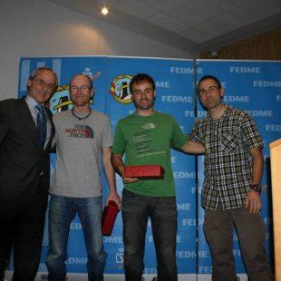 Reconocimiento a los Hermanos Pou por su trayectoria deportiva. En la entrega de premios FEDME 2013 en el XIX Encuentro Anual de Montañeros en Madrid.  ()