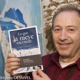 Jokin Azketa nos enseña su libro Lo que la nieve esconde