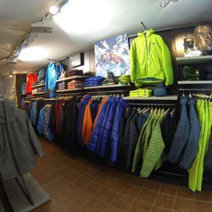 Inauguración de la nueva Salewa Mountain Shop en Sallent de Gállego (Pirineo Central).  ()