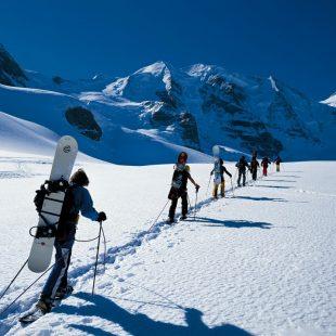 Excursión en raqueta de nieve para subir al Piz Palue