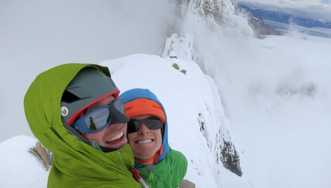 Colin Haley y Sarah Hart realizan la primera ascensión completa de la Aguja Volonqui  ()