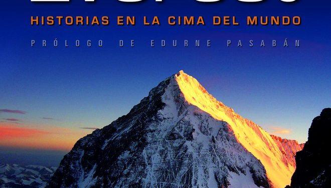 Portada del libro Crónicas del Everest. Historias en la cima del mundo  ()